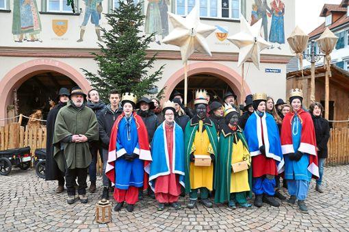 Auch 2019 waren die Dreikönigsänger am Haslacher Rathaus gestartet.   Foto: Kleinberger