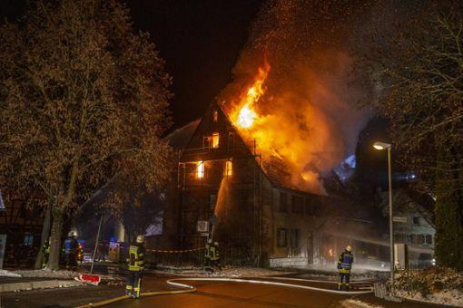 Bei dem Brand in Wolfenhausen entstand Sachschaden in Höhe von mehr als 100.000 Euro. Foto: 7aktuell.de