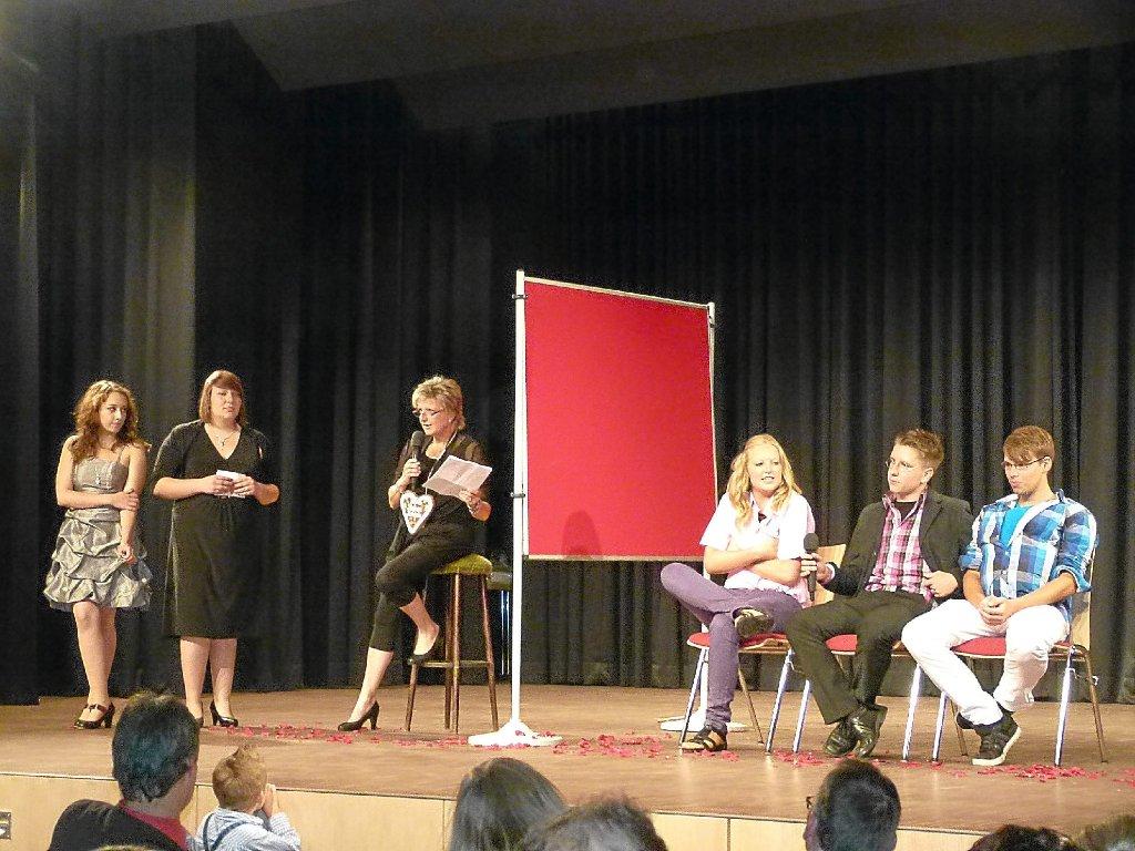 Dornhan Roter Teppich für die Entlassschüler  Rottweil