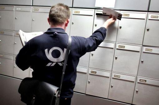 Der 42-jährige Postbote wurde gegen 11.35 Uhr in der Möhringer Straße von zwei Männern attackiert. (Symbolfoto)  Foto: dpa