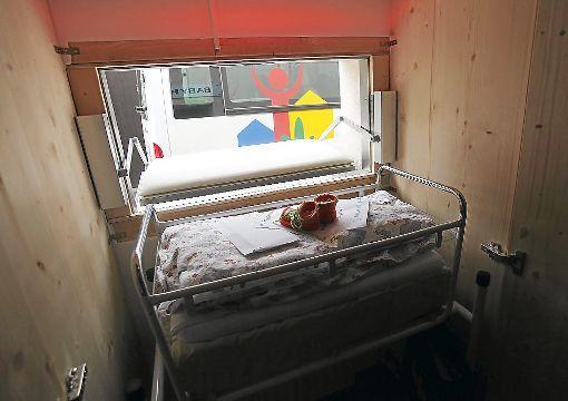 Die Babyklappe in strongVillingen-Schwenningen/strong hat wieder einmal ein Leben gerettet: Am Sonntag wurde ein Neugeborenes im Schwenninger Franziskusheim abgelegt. Es ist das dritte Kind in den vergangenen sieben Jahren. a href=http://www.schwarzwaelder-bote.de/inhalt.villingen-schwenningen-babyklappe-rettet-saeugling-das-leben.e5251331-8f1d-41d3-ba68-823a22fd3a38.htmltarget=_blankstrongZum Artikel/strong/abr Foto: Eich
