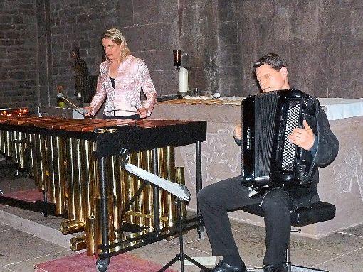 Jasmin Kolberg und  Ulrich Schlumberger schufen mit ihrer Musik ein schimmerndes Klangnetz.  Foto: Selter-Gehring Foto: Schwarzwälder-Bote