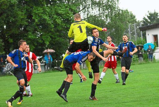 Gleich mehrfach vergab der TSV Geislingen im Entscheidungsspiel gegen den TSV Laufen seine Chancen und wurde am Ende bestraft: Laufen siegte mit 4:1.  Foto: Kara