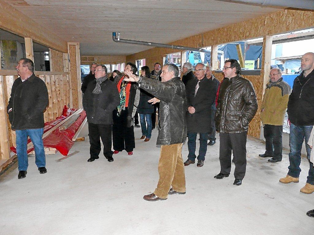 Überrascht Waren Die Gemeinderäte über Den Fortschritt Der Bauarbeiten  Sowie Die Harmonische Architektur Im Neuen Kindergarten