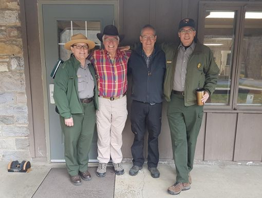 Generalkonsul James W. Herman (zweiter von links)  reiste zur Unterzeichnung der Partnerschaftsvereinbarung extra in die USA. Ihm ist der gute Kontakt zwischen den deutschen und den amerikanischen Nationalparks ein Anliegen. Foto: Simone Stübner/Nationalpark Schwarzwald