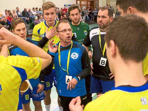Oliver Kronenwitter (im Zentrum, blauer Pullover) und Martin Wöhrle (schwarzes T-Shirt) werden die SG Gutach/Wolfach zum Saisonende verlassen.   Foto: Bayer Foto: Schwarzwälder Bote