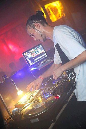 DJ Roc Hound hat das Scratchfieber und sorgt in ganz Deutschland für volle Tanzflächen.  Foto: DJ Roc Hound Foto: Schwarzwälder-Bote