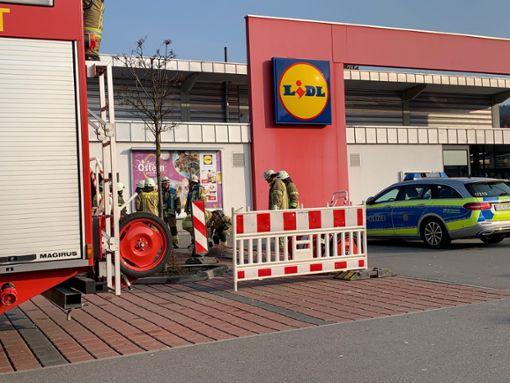 In einem Supermarkt in Albstadt-Tailfingen hat es wohl so stark geraucht, dass die Feuerwehr auf den Plan gerufen wurde.  Foto: Jannik Nölke