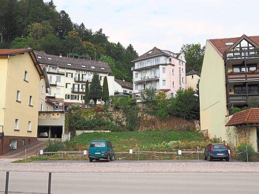 Das Grundstück Kurpromenade 9 soll gemeinsam mit dem dahinter liegenden Hotel Bonsai angeboten werden. Foto: Mutschler