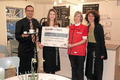 Tobias Beißwenger (von links), Naemi Kinces, Hanna Heinzmann und Christine Kinces im Café Bohnenheld.   Foto: Hübner Foto: Schwarzwälder-Bote