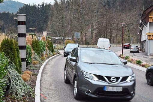Der stationäre Blitzer in Schwarzenberg hat viel zu tun.   Fotos: Michel Foto: Schwarzwälder Bote