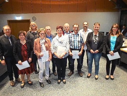 Zum ersten Mal werden deutschlandweit Wahlhelfer ausgezeichnet und auch in Neubulach wurde die Ehrennadel des Bundesinnenministeriums verliehen.   Foto: Stocker Foto: Schwarzwälder-Bote