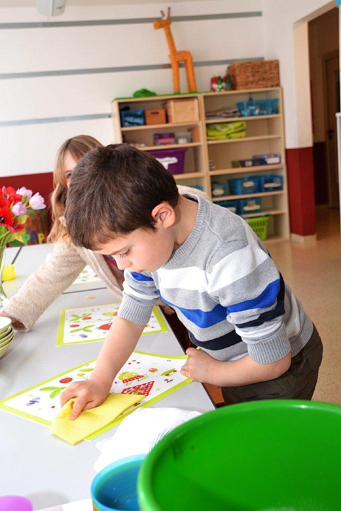 vor den hausaufgaben d rfen die kinder eine halbe stunde frei spielen zudem haben sie kleine. Black Bedroom Furniture Sets. Home Design Ideas