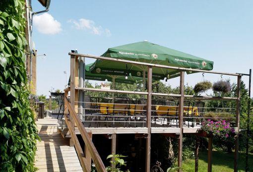 Die Plätze auf der Terrasse sind vor allem im Sommer bei den Gästen heiß begehrt.  Fotos: s'Café Foto: Schwarzwälder Bote