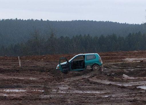 Dieser VW Polo war am Wochenende auf dem Gelände der Firma Strabag in Glatten unterwegs. Die Polizei sucht nach dem Besitzer. Foto: Polizei