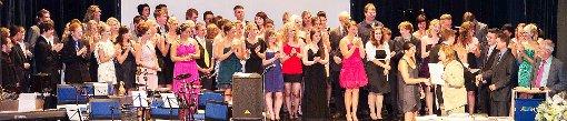 Endlich Abitur: Den Absolventen des Wirtschaftsgymnasiums war die Freude bei der Zeugnisübergabe anzusehen.  Foto: Eydner Foto: Schwarzwälder-Bote