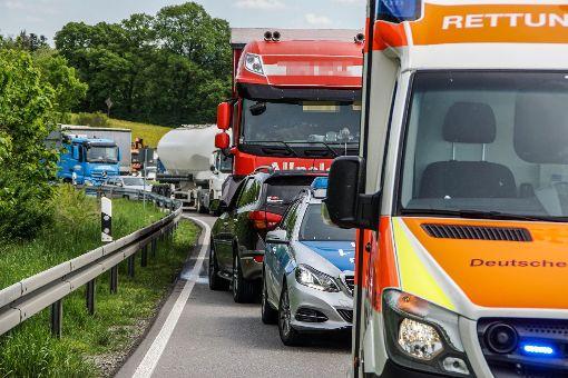 Der Motorradfahrer und seine Mitfahrerin wurden schwer verletzt ins Krankenhaus gebracht. (Symbolfoto) Foto: SDMG/ Maurer