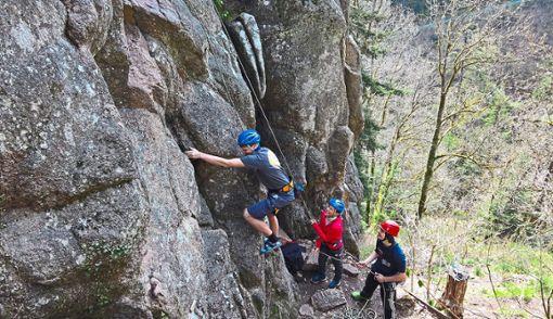 Erste Schritte beim TopRope-Klettern vermittelt die DAV-Ortsgruppe Schramberg.  Foto: Verein Foto: Schwarzwälder Bote