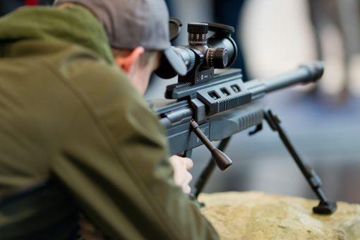 Ein 13-Jähriger soll vor drei Jahren auf dem Truppenübungsplatz Heuberg mit einem Scharfschützengewehr hantiert haben. (Symbolfoto) Foto: dpa