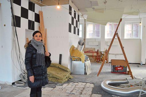 Die Wahl-Schwenningerin Amira Amiti will mit dem Romanca ab März durchstarten. Bis dahin muss in den Räumlichkeiten noch einiges getan werden.  Fotos: Kratt Foto: Schwarzwälder Bote