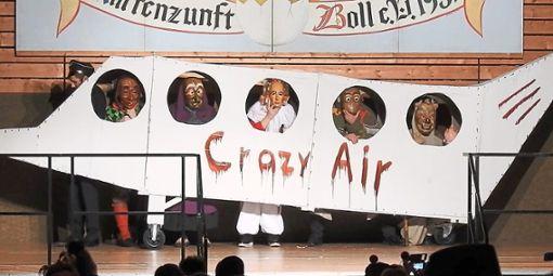 Die Crazy Narren sammeln alle Typen ein.  Fotos: Narrenzunft Foto: Schwarzwälder Bote