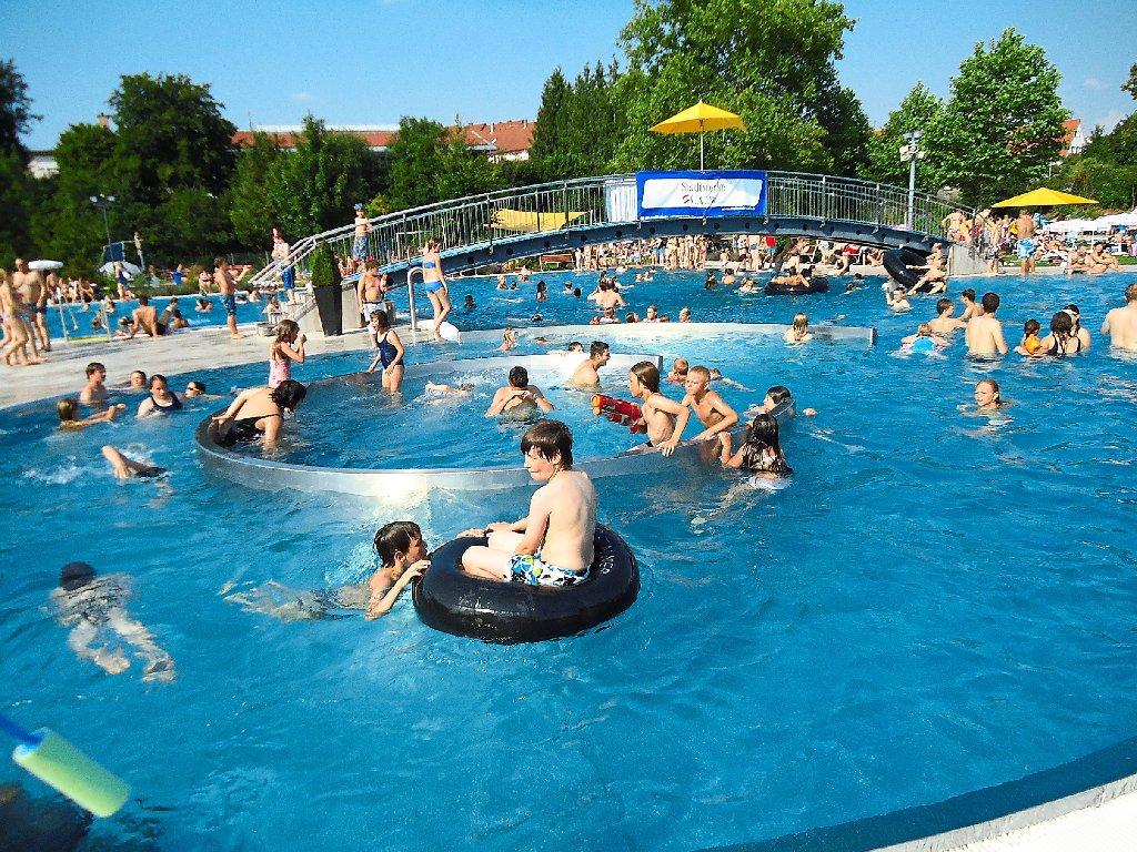 gallerylw vorsicht vor ekel spannern im schwimmbad 10baedd8 fdc4 4fc5 a42b 4e4f184ba0bc