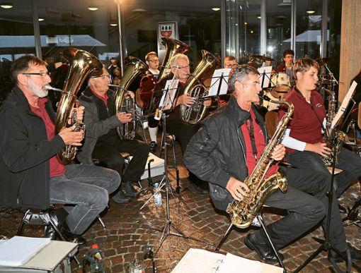 Die Freizeitmusikanten sorgten bei der Sonnwendfeier in Jettingen für die musikalische Unterhaltung.  Foto: Priestersbach Foto: Schwarzwälder Bote