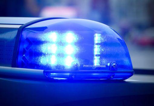 Die Polizei ermittelt nach  dem von einem Autofahrer verursachten Sturz einer Mopedfahrerin.    Foto: Archiv Foto: Schwarzwälder Bote