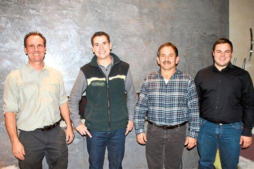 Nicolai Doll (Zweiter von links) ist der neue Revierförster. Er wurde von Frank Werstein (von links)  Erich Neumaier, und Mathias Neumaier begrüßt.  Foto: Störr Foto: Schwarzwälder Bote