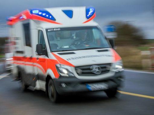 In Villingen hat ein 26-Jähriger Radfahrer bei einem Unfall lebensgefährliche Verletzungen erlitten. Foto: dpa