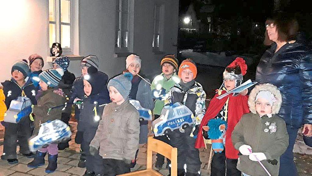 Hausen am Tann: Hausener Kinder ziehen singend durch die Straßen - Hausen am Tann - Schwarzwälder Bote