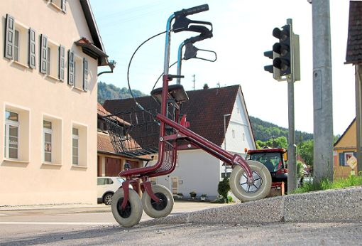 Rollatorengerecht abgesenkte Bordsteine sind ein Beispiel dafür, wie sich Ratshausen um Barrierefreiheit bemüht.  Foto: Lebherz Foto: Schwarzwälder Bote