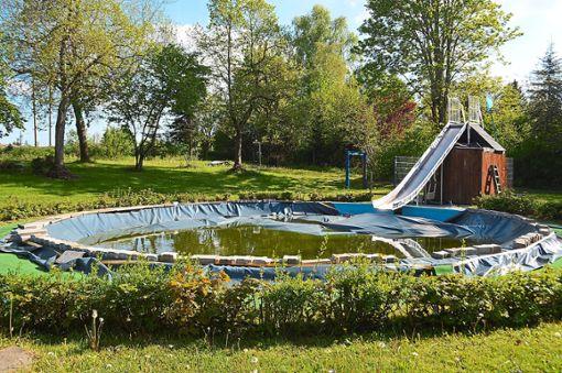 Das Becken im Sonnenbädle wird an diesem Wochenende aus dem Winterschlaf geholt.  Fotos: Kratt Foto: Schwarzwälder Bote