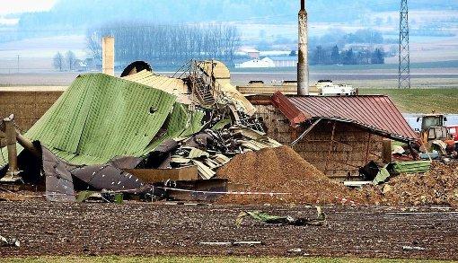 Völlig zertrümmert wurde die Biogasanlage in Riedlingen (Kreis Biberach) vor acht Jahren nach einer Explosion. Dabei entstand ein Sachschaden von etwa einer Million Euro. Die Anlagen werden heute stärker auf Sicherheit überprüft. Foto: Warnack