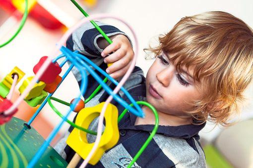 Die Betreuungsgebühren für Kinder sind heftig umkämpft.  Foto: © shocky – stock.adobe.com