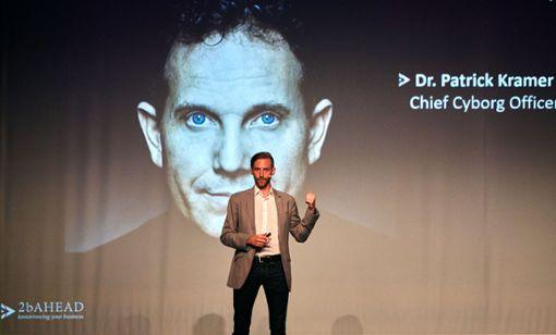 Implantierte Chips werden immer mehr Aufgaben für die Menschen übernehmen, sagt  Kai Arne Gondlach. Foto: Ralf Graner