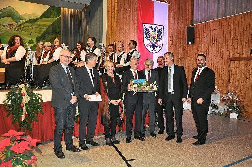 Wie schon die restlichen verabschiedeten Bürgermeister – Frank Edelmann, Heinz Winkler, Manfred Wöhrle  – wurde auch Burger von seinen Kollegen der Verwaltungsgemeinschaft Haslach zu einer gemeinsamen Reise nach Südtirol eingeladen. Foto: Kleinberger