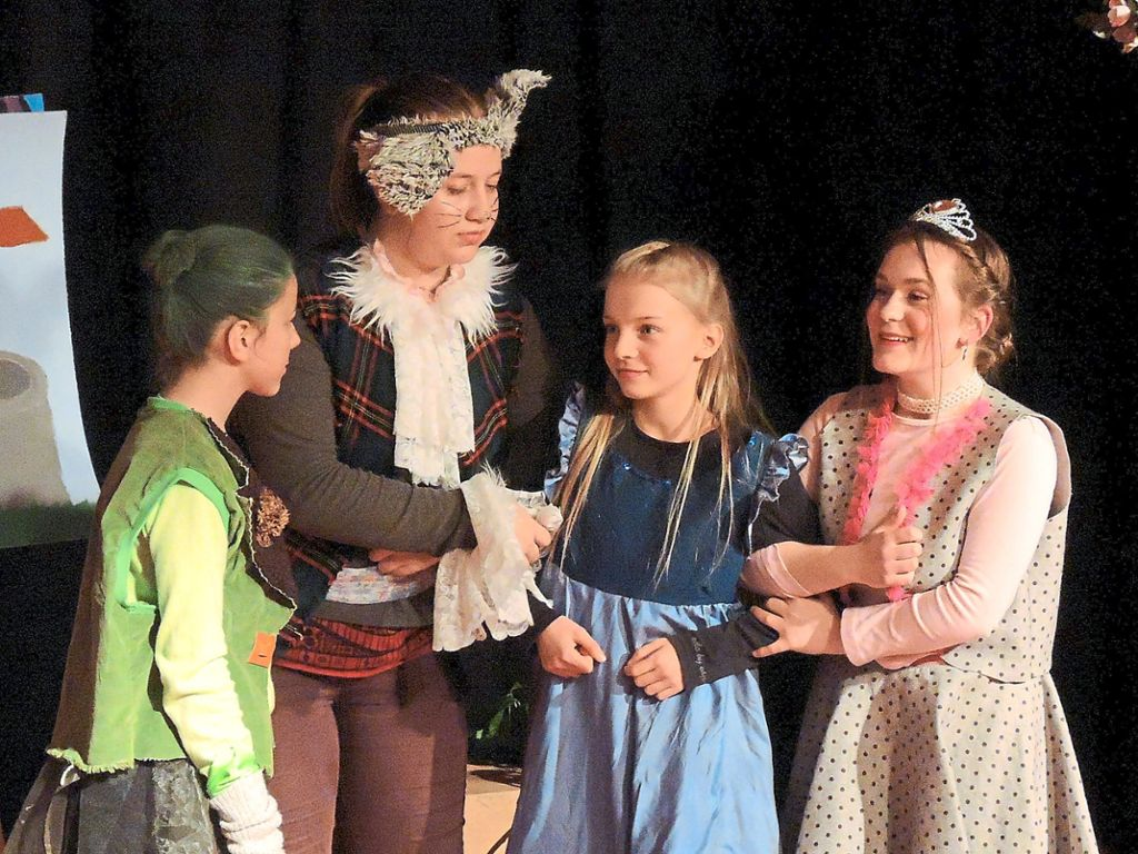 Die Theater-AG des Villinger Hoptbühl-Gymnasiums  spielte  an zwei Abenden Rettet Rumpelstilzchen! Foto: GaH Foto: Schwarzwälder Bote