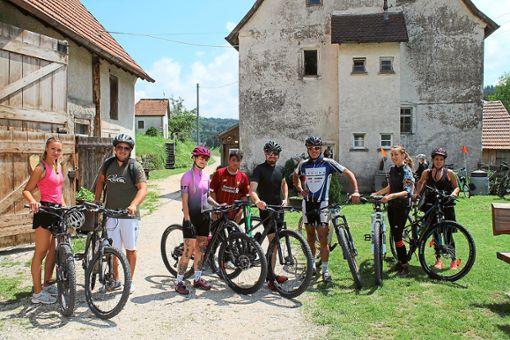 Bei der  Tour de Burladingen kamen die zahlreichen Radler auch an der Walzmühle vorbei. Foto: Bender