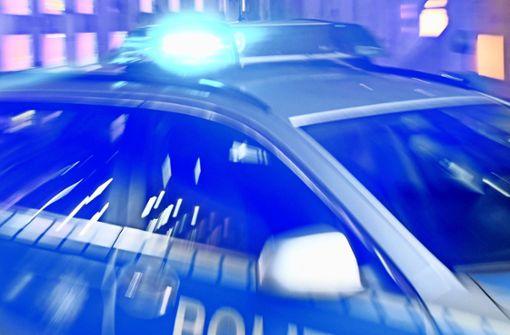 War der Unfallverursacher zu schnell unterwegs? Die Polizei sucht Zeugen. (Symbolbild) Foto: dpa