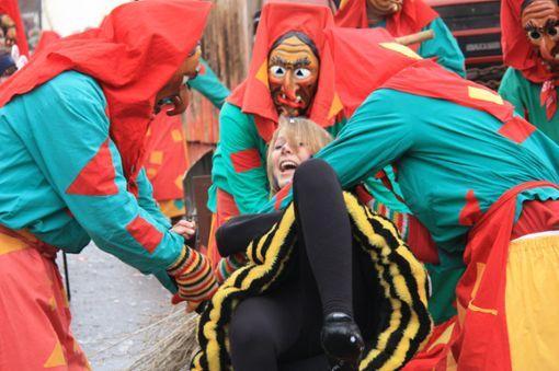 Närrisch-unterhaltsam wird das dreitägige Narrenspektakel in Eisenbach am Wochenende. Gleich drei Umzüge werden tausende Hästräger und Narren locken.   Foto: Bächle Foto: Schwarzwälder Bote