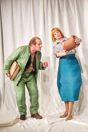 Bernhard Hurm spielt den Dorfrichter Adam, der im Stück Der zerbrochene Krug eine Straftat verhandeln muss.   Foto: Theater Lindenhof Foto: Schwarzwälder Bote