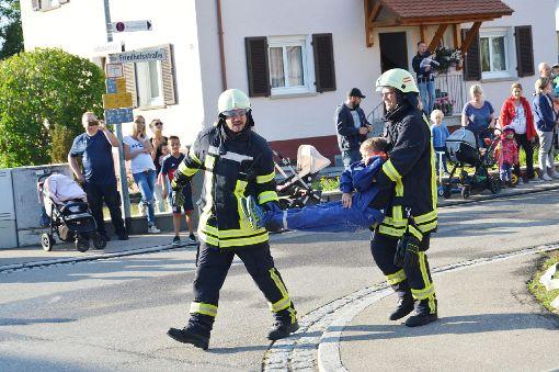 Die Abteilung Göllsdorf der Feuerwehr zeigt sich bei der realitätsnahen Übungen bestens gerüstet.  Foto: Riedlinger Foto: Schwarzwälder-Bote