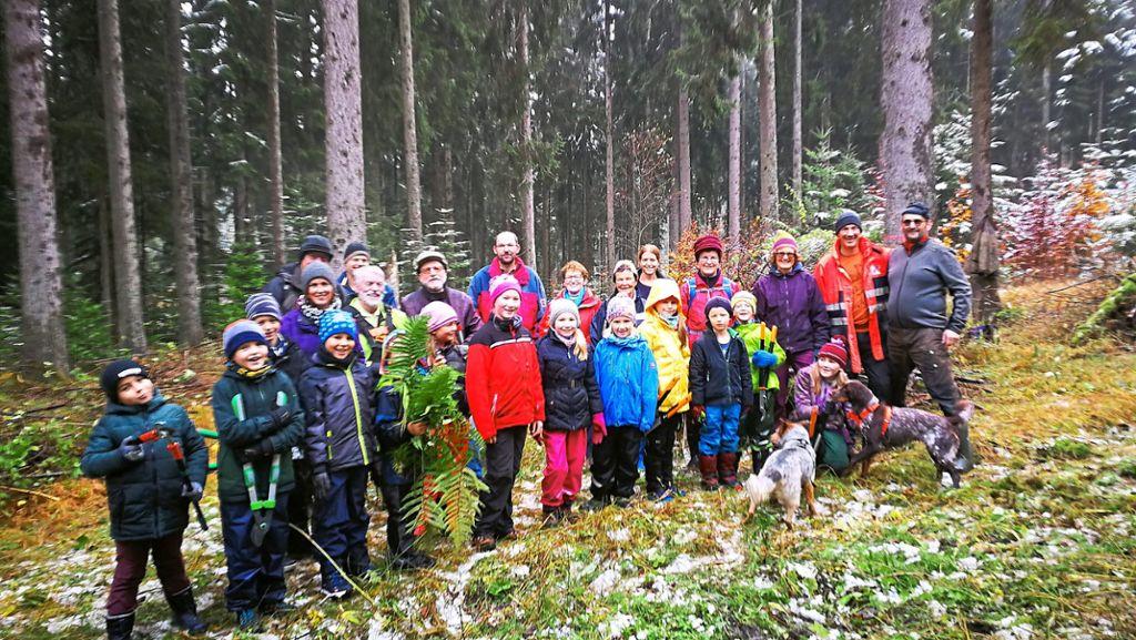 Villingen-Schwenningen: Viele Helfer pflegen den Weißwald - Villingen-Schwenningen - Schwarzwälder Bote