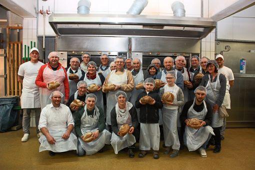 Zu einem Backstubenbesuch bei der Bäckerei Saur trafen sich kürzlich  rund 30 Getreide-Erzeuger und Müller. Foto: Schwarzwälder Bote
