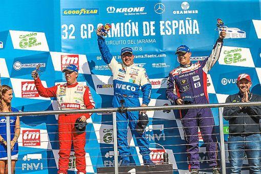 So sehen Sieger aus: Jochen Hahn (Mitte) ist zweifacher Jarama-Sieger und zum   fünften Mal Europameister. Foto: Hahn-Racing