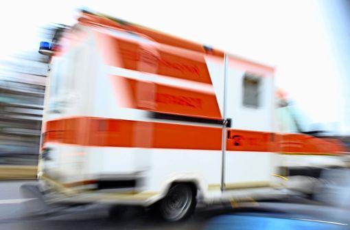 Die 57-jährige Frau kam ohne Fremdeinwirkung in einer Kurve von der Straße ab. (Symbolfoto) Foto: dpa