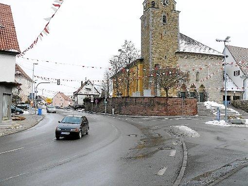 Genügend Platz für einen Kreisverkehr böte die vielbefahrene Kreuzung von Vorstadt-, Damm- und Schlossstraße in der Geislinger Ortsdurchfahrt wohl. Foto: Schnurr