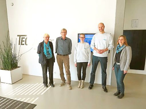 Eine Studentin aus aus Frankreich war  in der Zollernstadt zu Besuch (von links):  Erika Paulsen, Werner Schmidt, Studentin Mathilde Ponchon, Christoph Hahn und Anke Gärtner. Foto: Schwarzwälder-Bote