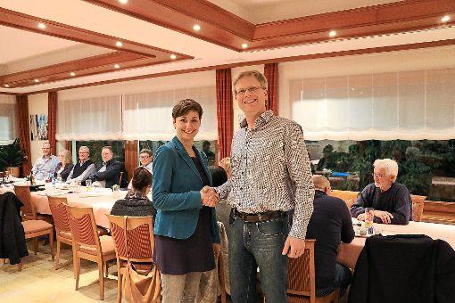 Bundestagskandidat Andreas Kubesch begrüßte die Grünen-Landeschefin Sandra Detzer in Wildberg. Foto: Geisel